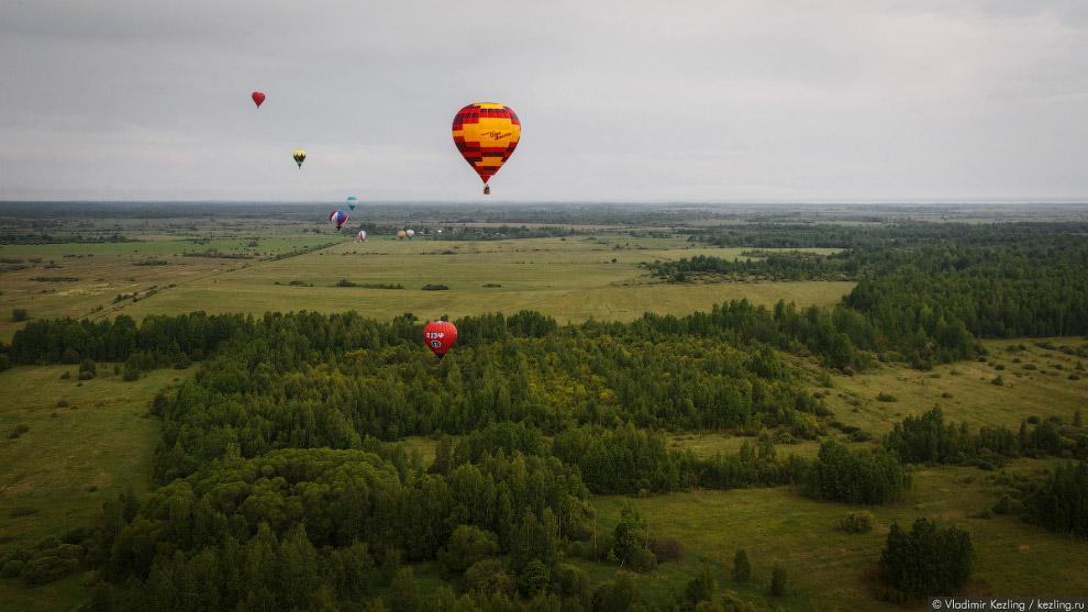 20. Высота — несколько сотен метров. Вообще, воздушный шар может безопасно подниматься на три-ч