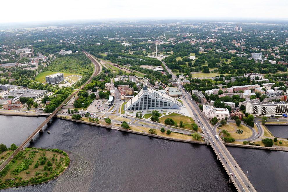 Старая Рига — исторический и географический центр Риги на правом берегу Даугавы, сохранивши