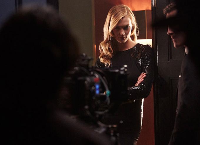 """Карли Клосс в рекламе аромата """"Good Girl"""" от Carolina Herrera"""