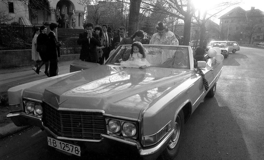 Роскошная свадьба в начале 1990-х. Шикарные американские автомобили брали в аренду, как лимузины в н