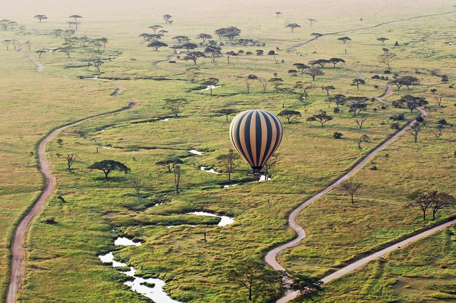 12. Национальный парк Серенгети с высоты (Танзания)