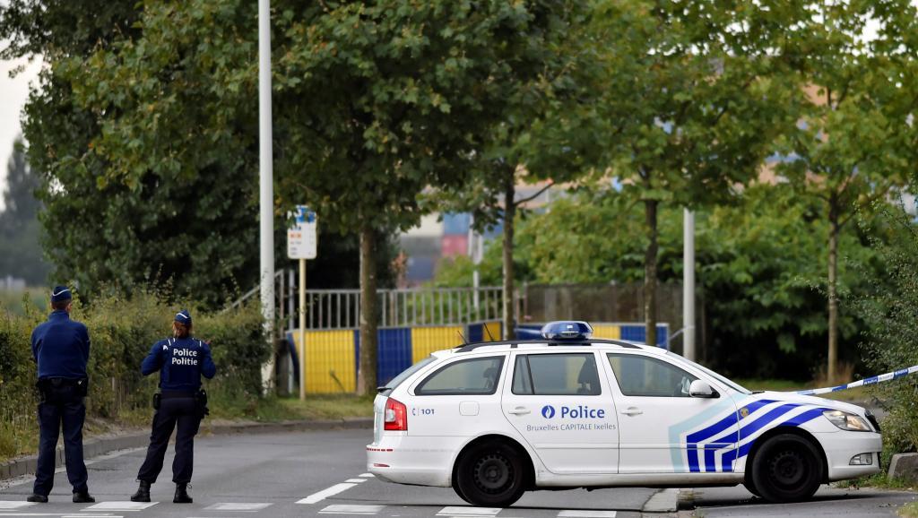 Неизвестный сножом напал надвоих полицейских вБрюсселе