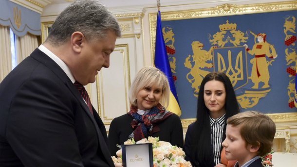 Порошенко вдень рождения Сущенко встретился сего семьей