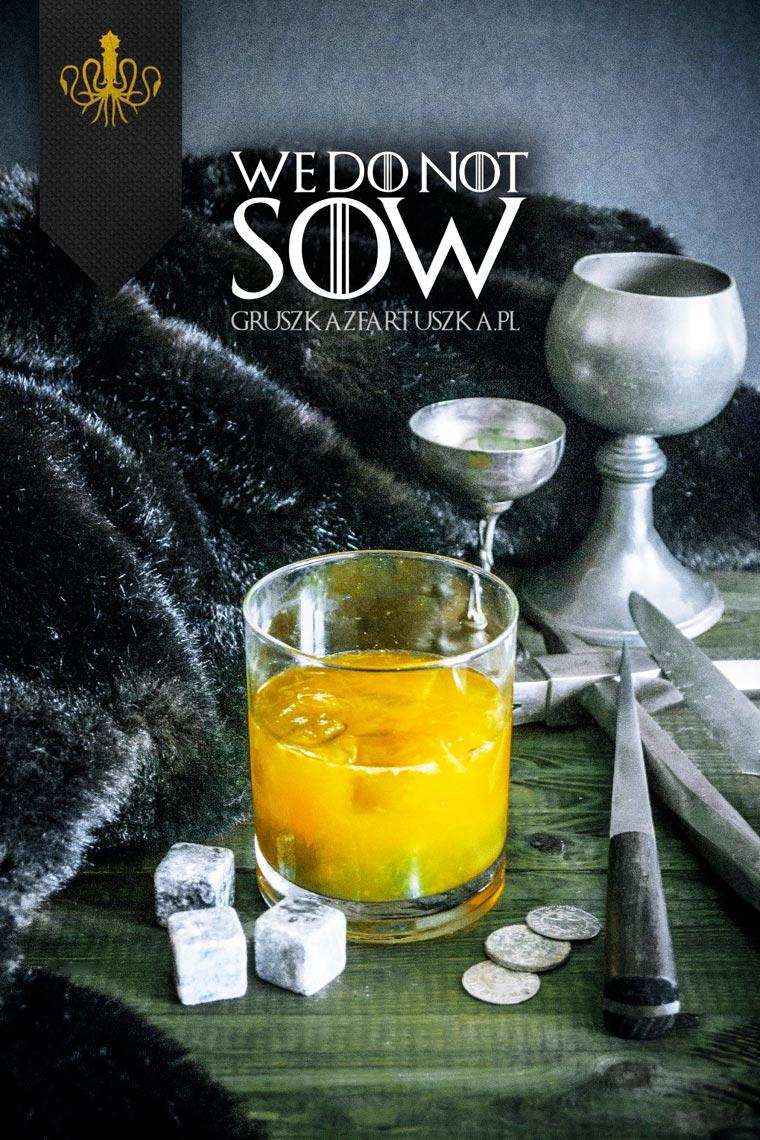 1/3 tsp freshly grated ginger - 3 slices of orange - 15ml lemon juice - 30ml Cointreau - 60ml whisky