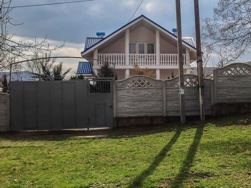 Дом с колоннами в селе Наниково