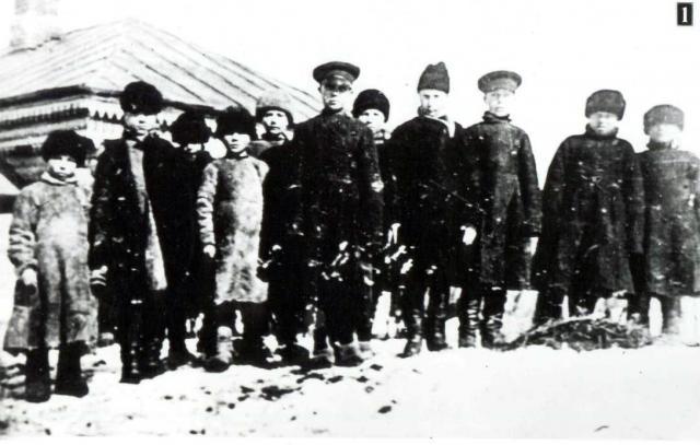 Учащиеся земской школы.jpg
