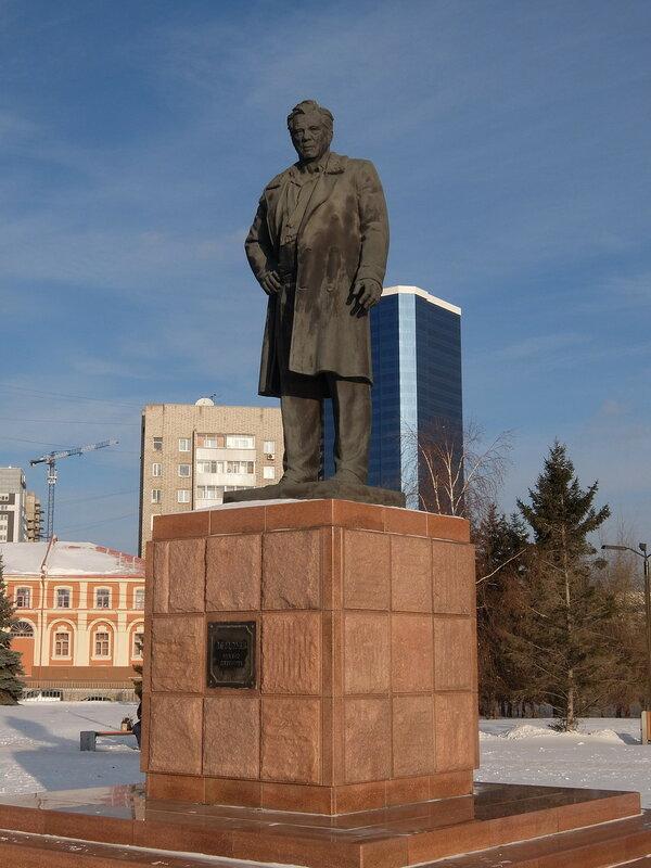 Красноярск - Памятник Виктору Астафьеву