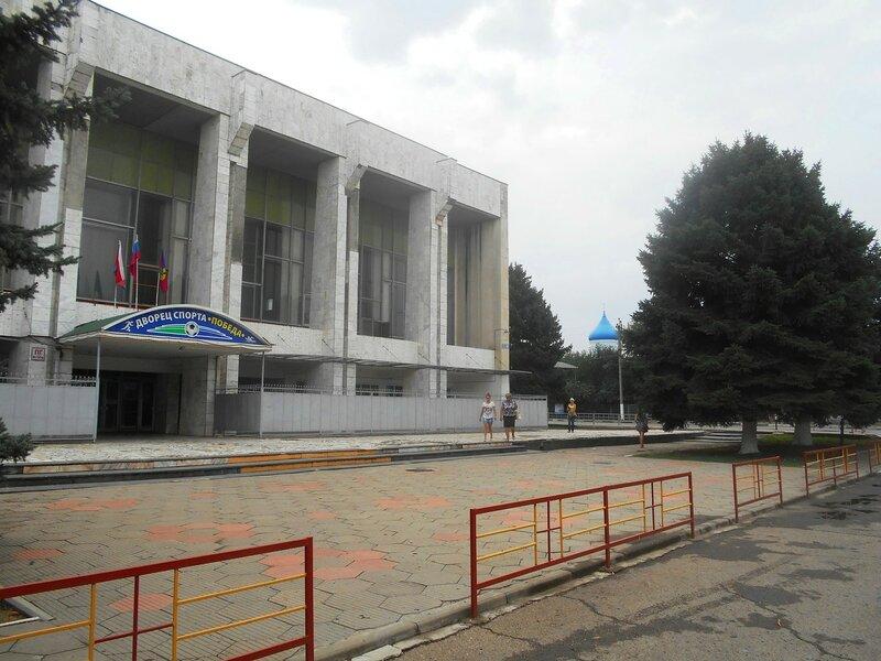 У Дворца Спорта в Каневской ... DSCN8946.JPG