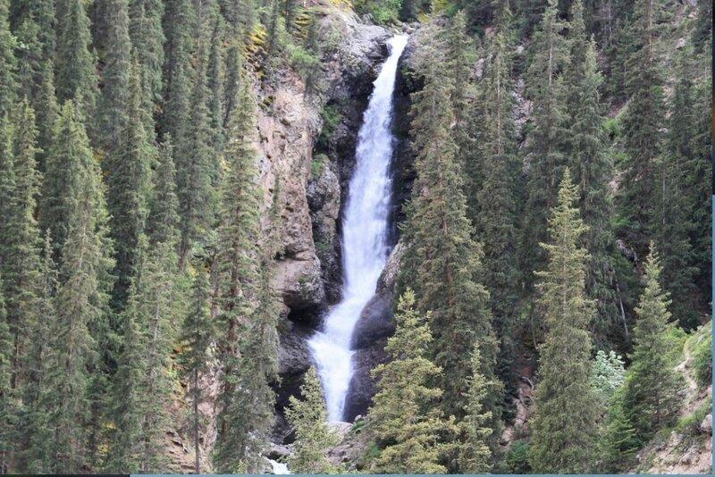 Водопад Борода аксакала, в ущелье Барскоон.jpg