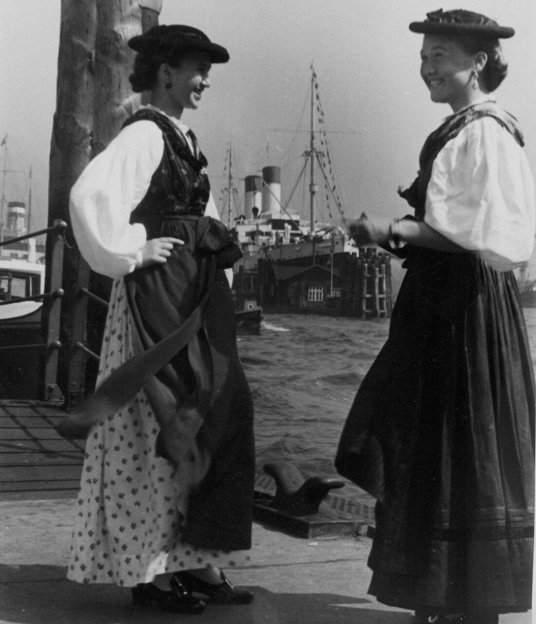 Гамбург. Австрийские девушки в национальных костюмах