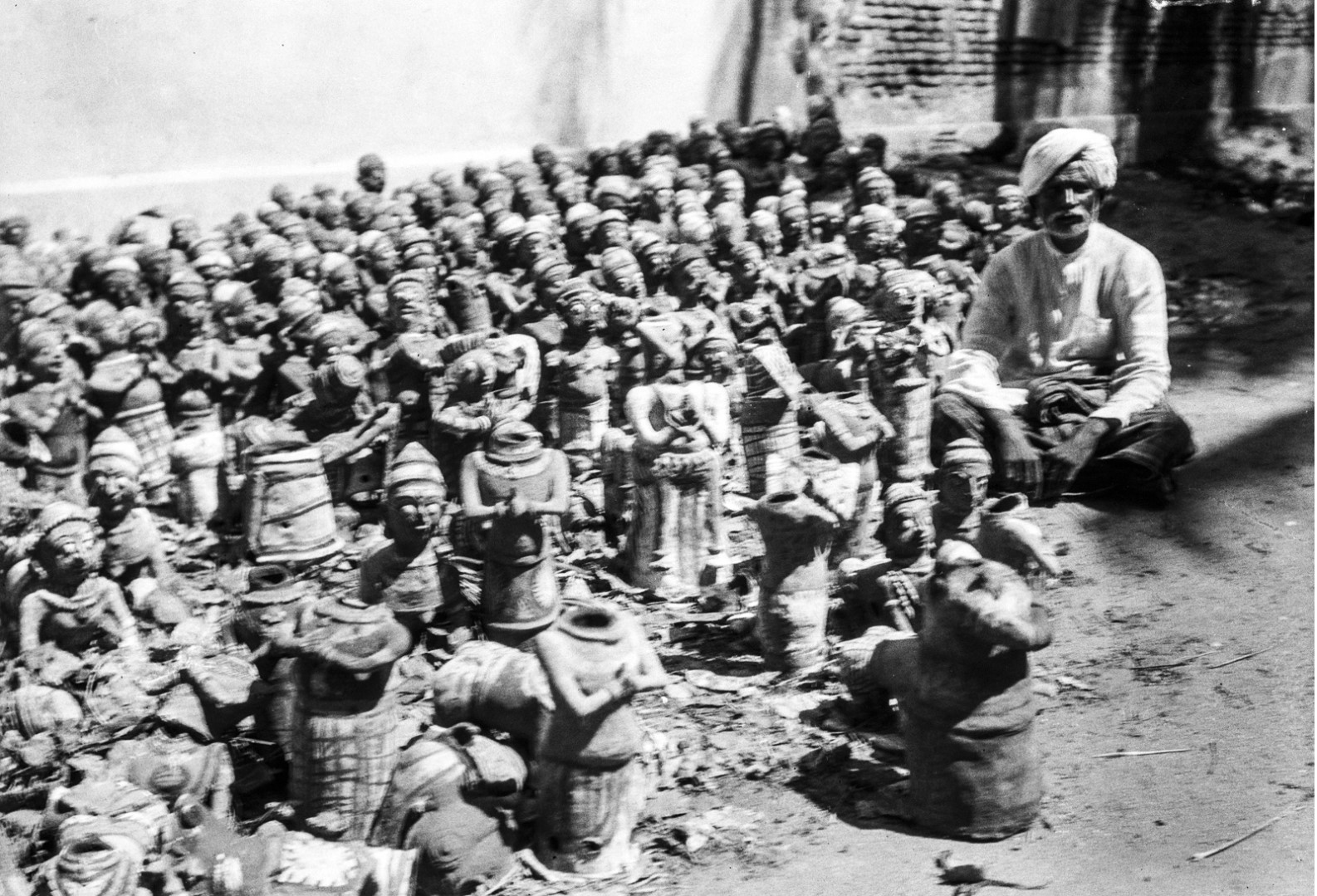 452. Мадрас. Храм богини Кали Вотивные статуэтки возле храма