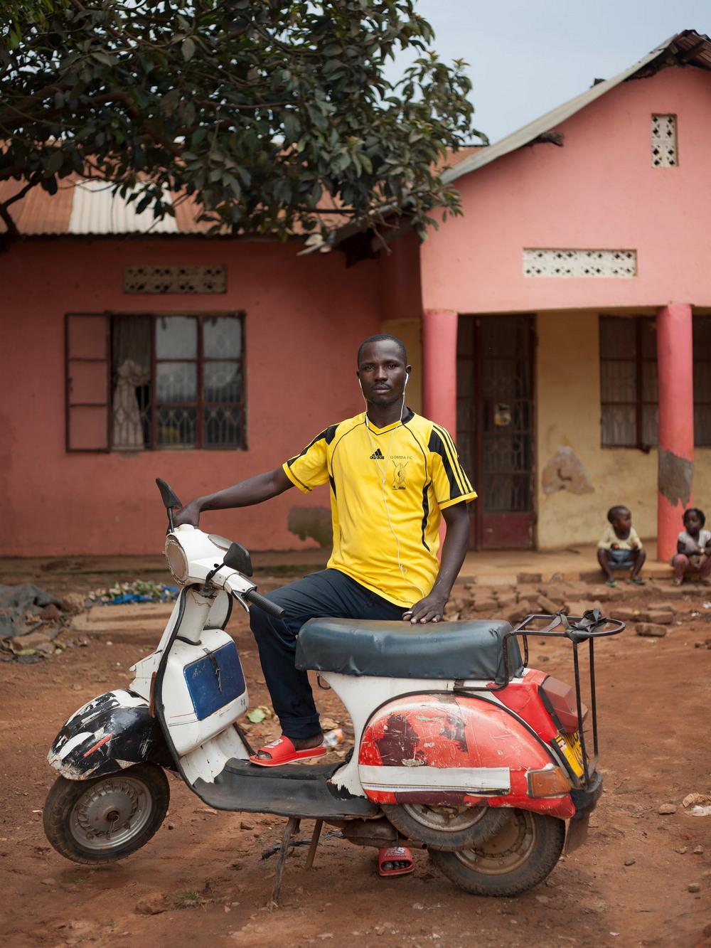 Клуб любителей Веспа в Уганде