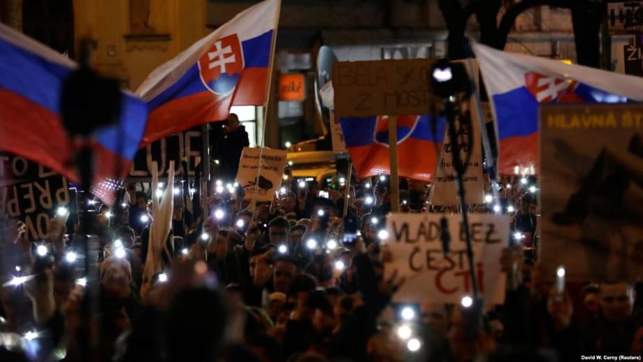 Кризис в Словакии: несмотря на замену премьера демонстрации продолжаются
