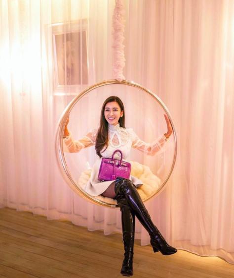 Уберите женщин от экранов: бывшая стюардесса собрала коллекцию сумок Hermes стоимостью 2 миллиона долларов