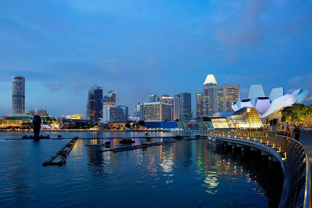 Сингапур вечером. Набережная Марина Бэй.