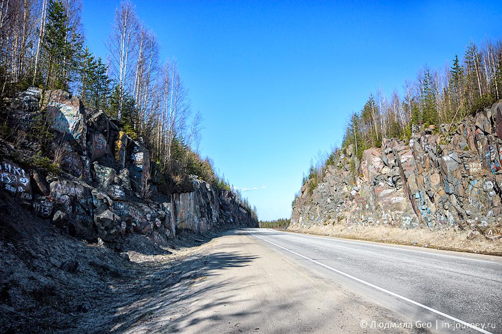 скалы на трассе недалеко от Медвежьегорска