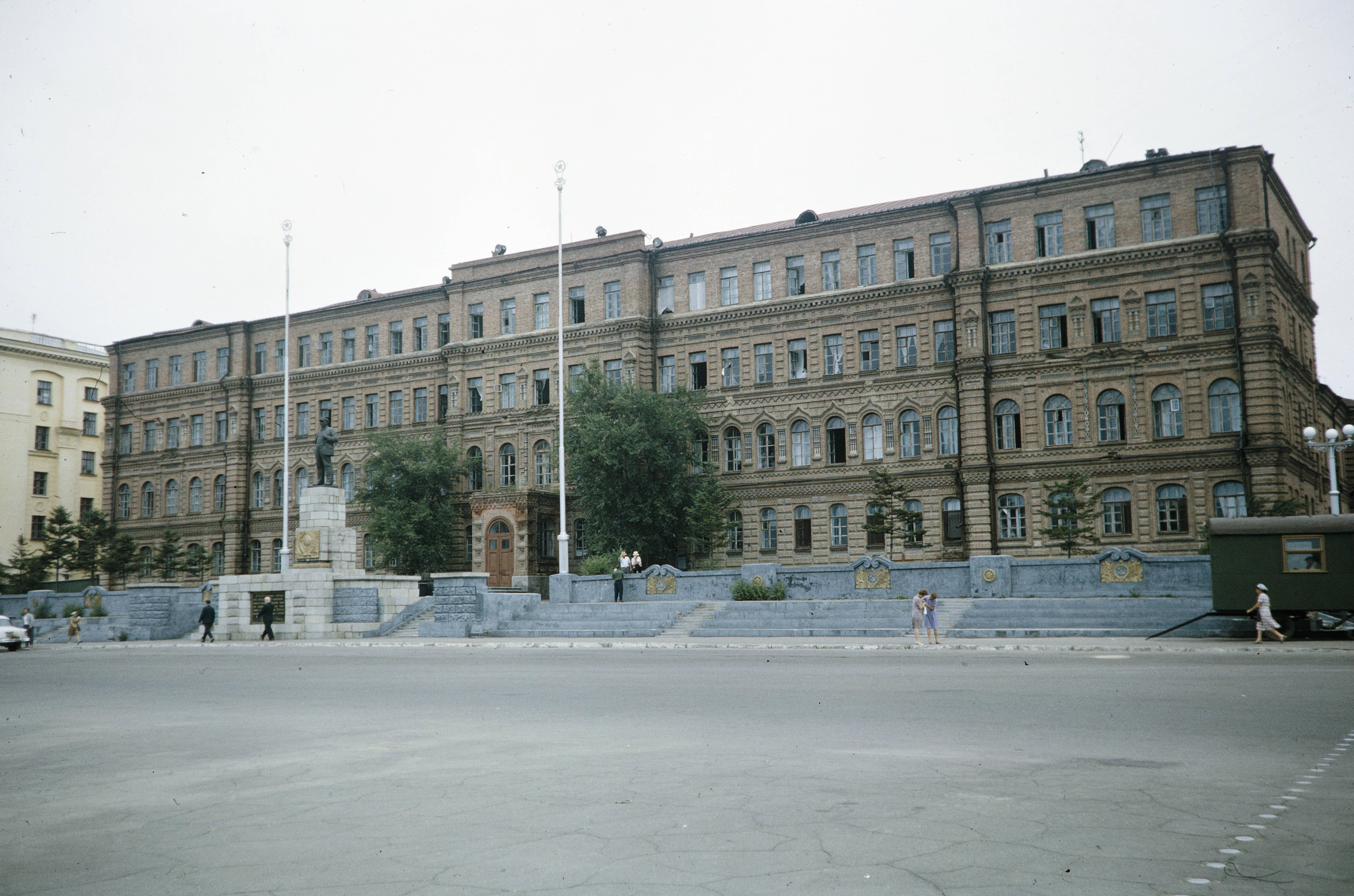 Общежитие для студентов Дальневосточного государственного медицинского университета на площади В.И.Ленина