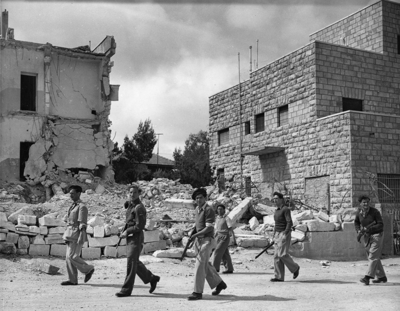 Отряд Хаганы во время патрулирования в Катамоне, пригороде Иерусалима, 6 мая