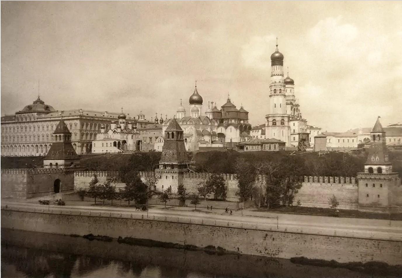 Московский кремль с колокольни церкви Святой Софии