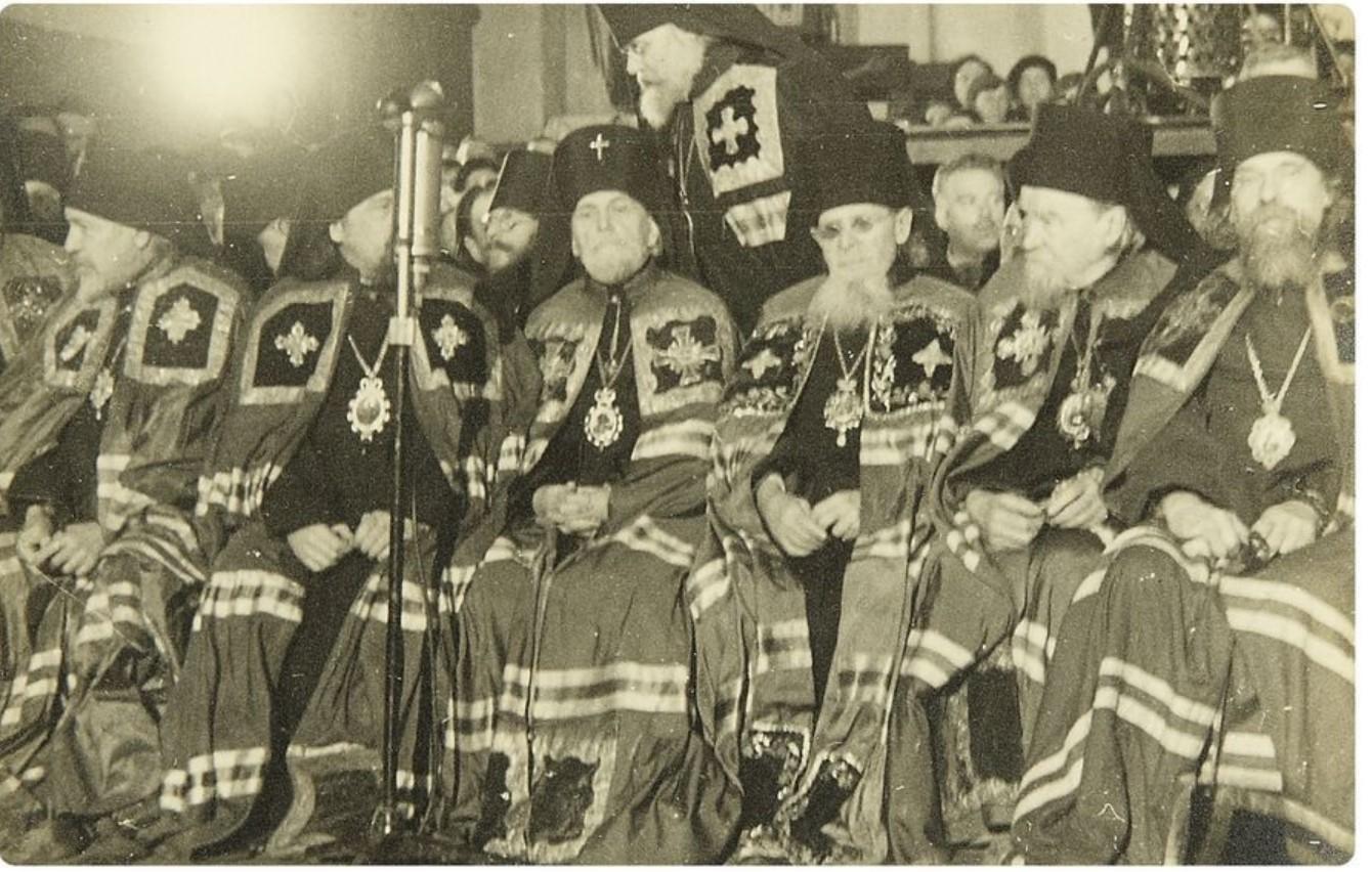 1945. Фотография участников Поместного собора Русской Православной церкви