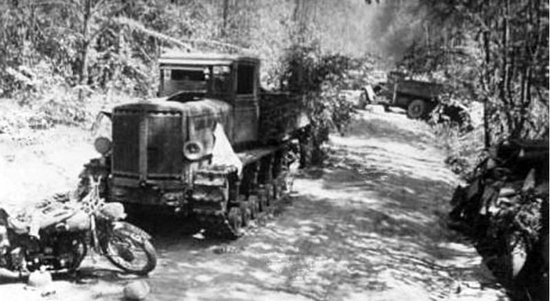 Брошенный артиллерийский тягач