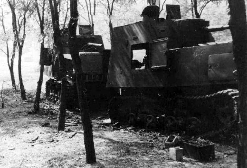 Брошенные бронетрактора ХТЗ-16.