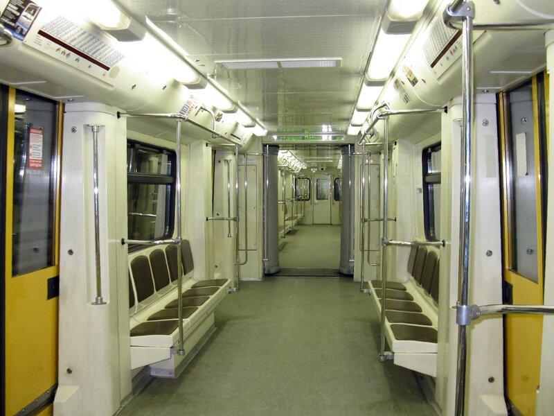 Вагон поезда метро.