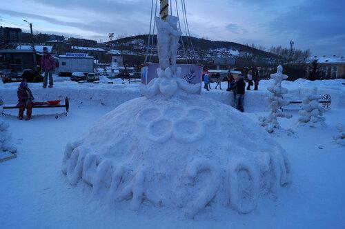 Новогодняя елка перед ДК Металлургов
