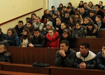 Студенты Госуниверситета замерзают на лекциях