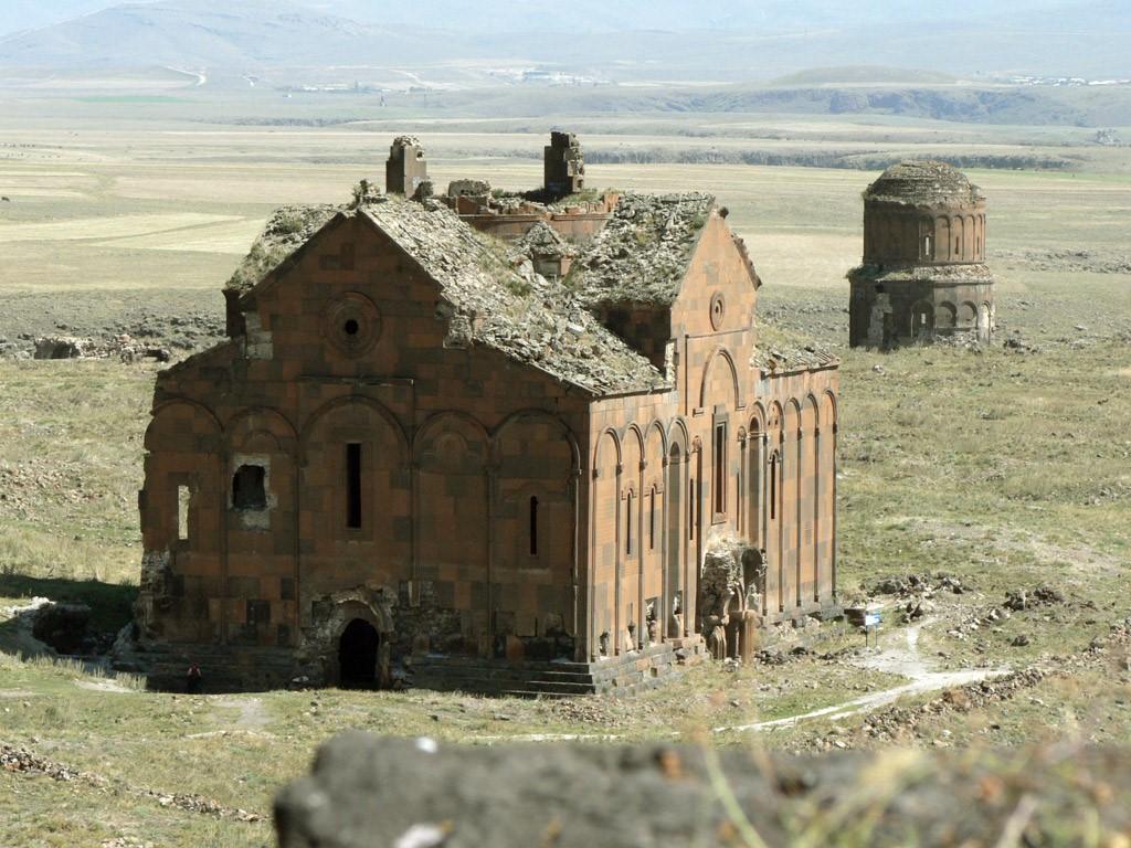 Древняя столица армянского Анийского царства.