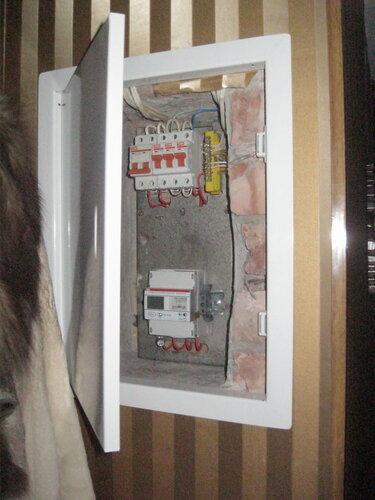 Вызов электрика аварийной службы из-за прекращения электроснабжения квартиры после обрыва нуля в этажном щите