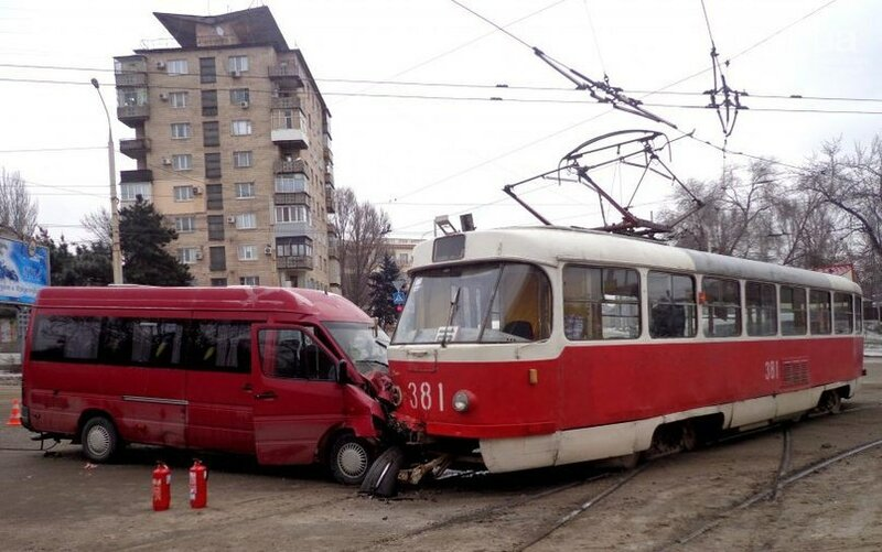 ДТП в Запорожье с участием маршрутки и трамвая 23.01.2014 (5 фото)