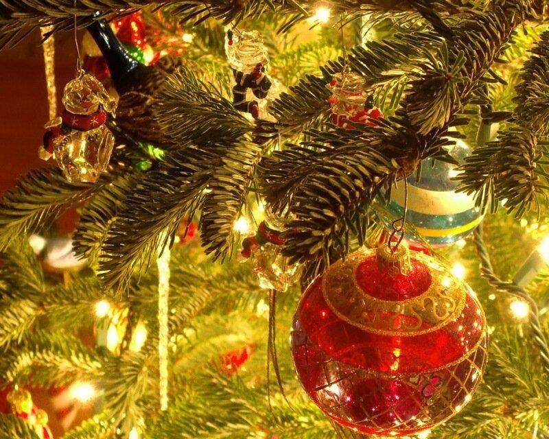 christmas_tree_ornaments_1280-x-1024.jpg