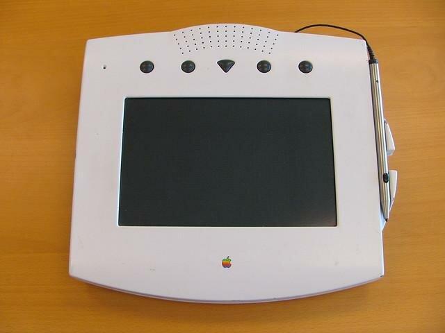 apple первый телефон
