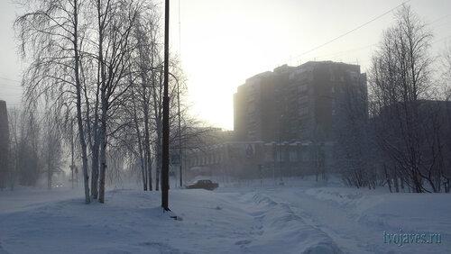 Фото города Инта №6430  Северо-восточный угол Куратова 19 (-42 градуса, ветер и сильный туман) 28.01.2014_12:08
