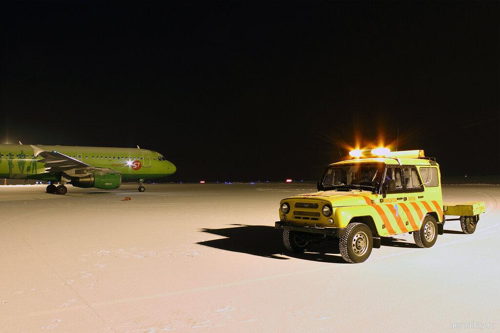 Аэродромная техника в аэропорту Горно-Алтайска