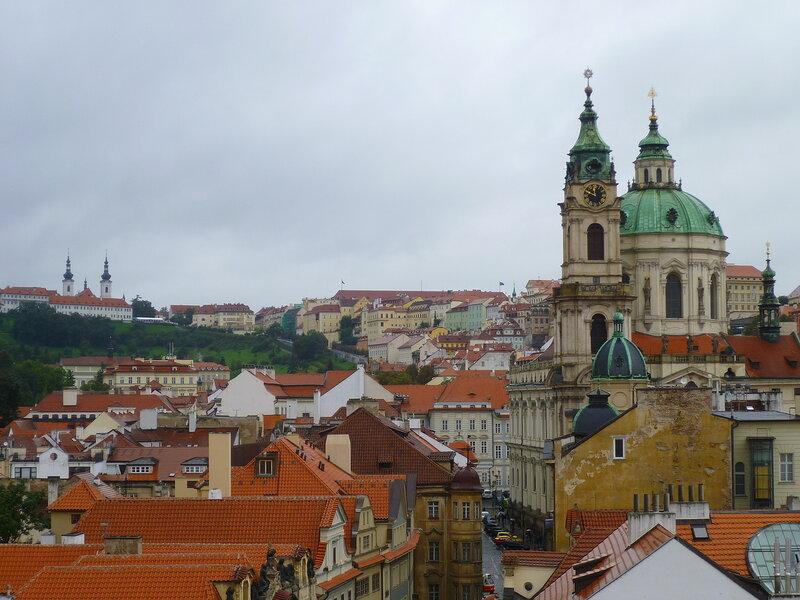 Чехия, Прага - вид от Малостранской мостовой башни (Czech Republic, Prague - view from the Lesser Town Bridge Tower)