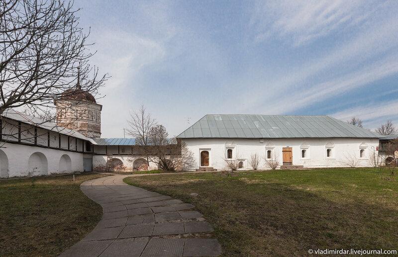 Приказная изба Покровского монастыря в Суздале