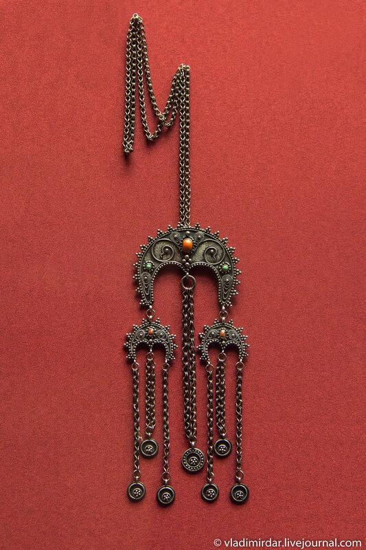 Колье. Манаба Магомедова.1966. Серебро, бирюза, коралл; скань, зернь. ГИМ.