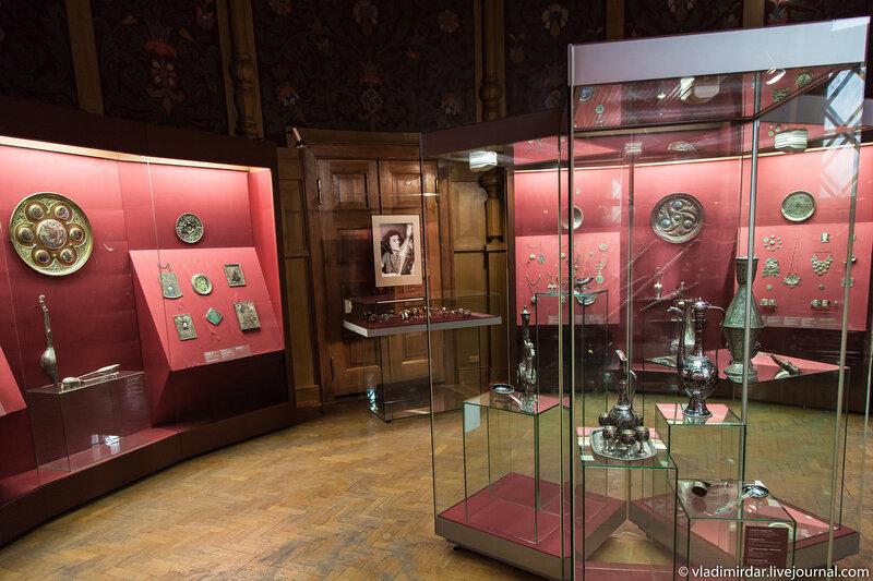 Выставка «Серебряная легенда Кавказа. Манаба Магомедова» в Историческом музее в Москве