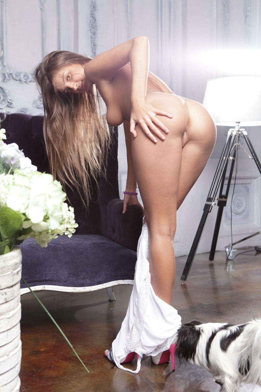 Мария Рябушкина разделась на диванчике