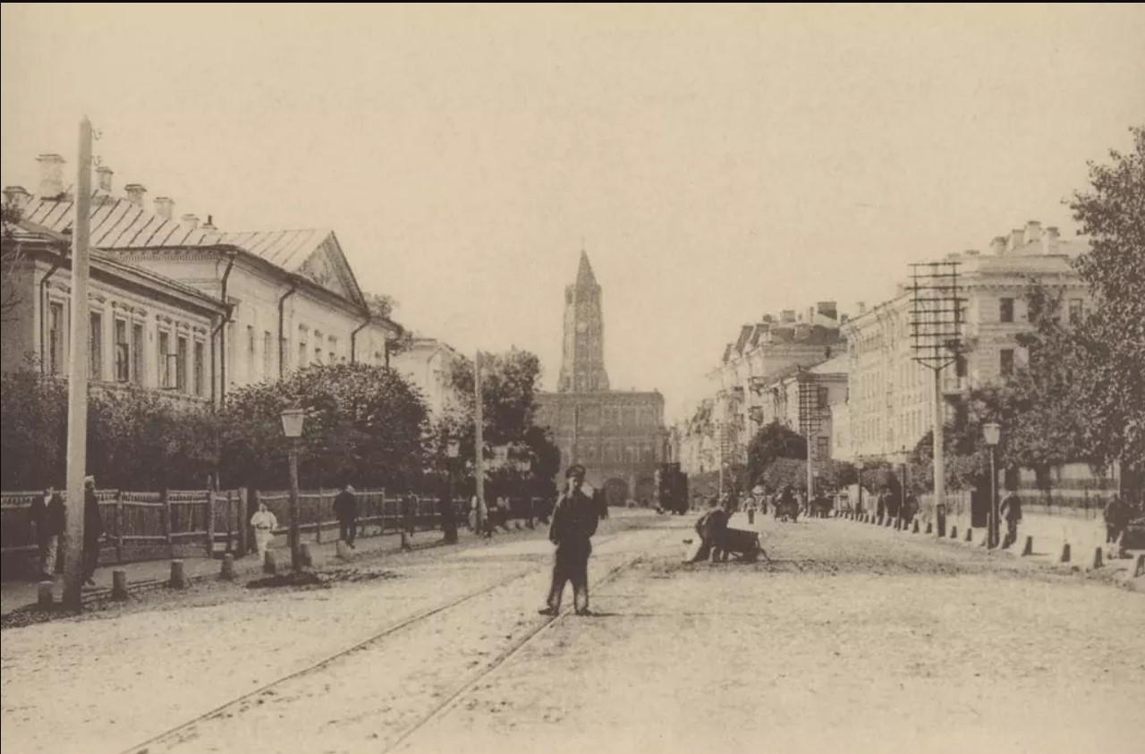 Вид на Сухареву башню со стороны Мещанской улицы