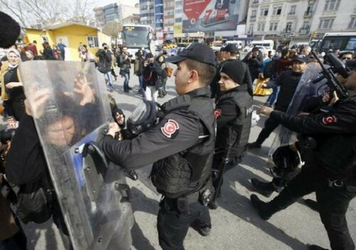 Более 200 демонстрантов задержаны при митингах в Турции