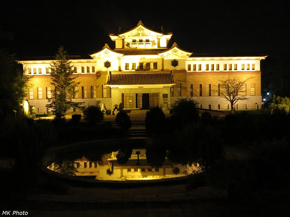 Музей в ночной подсветке