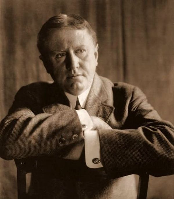 16. Американский писатель О. Генри начал писательскую карьеру в тюрьме, куда попал за растрату.