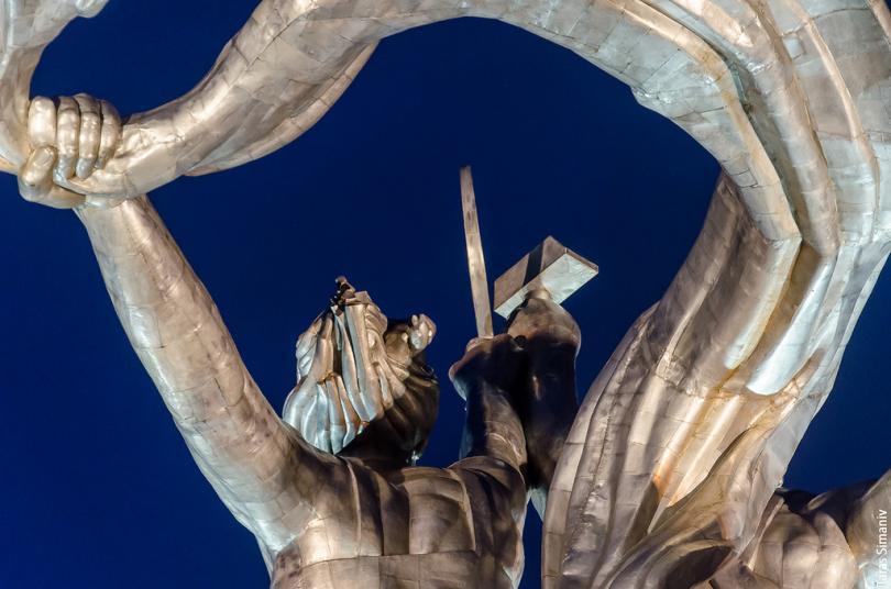 К слову, первые была применена сталь для скульптуры, что тоже вызвало ряд положительных отзывов. Бла