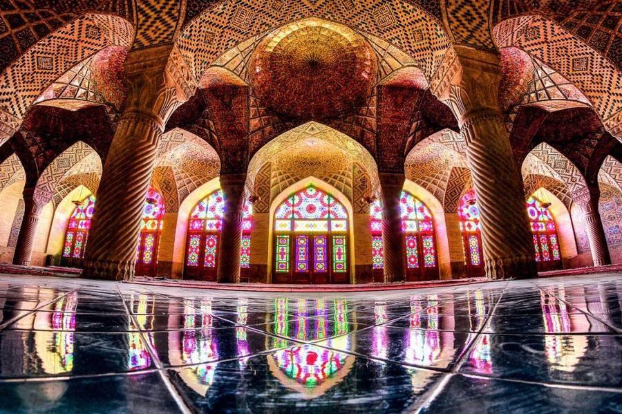 17. Возможно, причиной такого пренебрежения обычно строгими нормами культовой исламской архитектуры