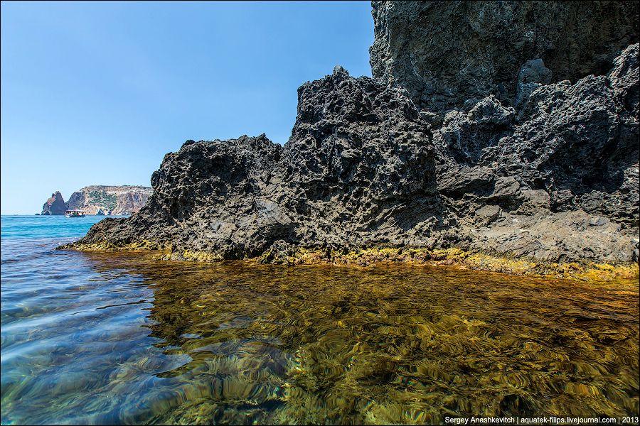 Застывшая много миллионов лет назад лава.