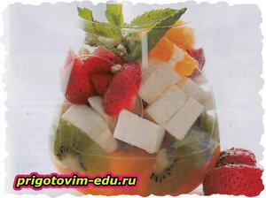 Фруктово-ягодный салат с пастилой