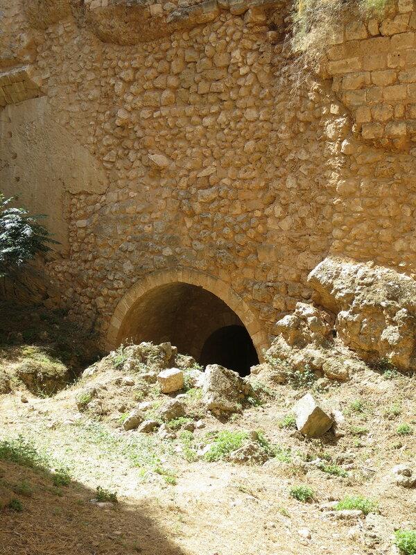 Фамагуста. Город. Арка в основании внешнего периметра стен бастиона Риветтина